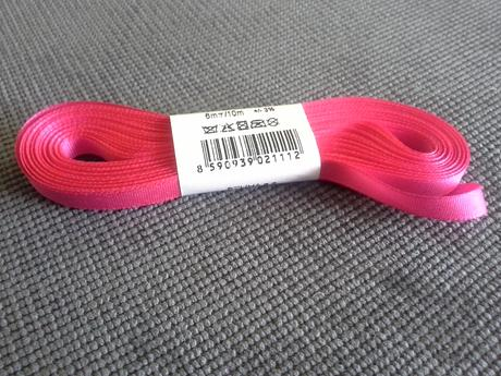 Taftovå stuha sytě růžové barvy,