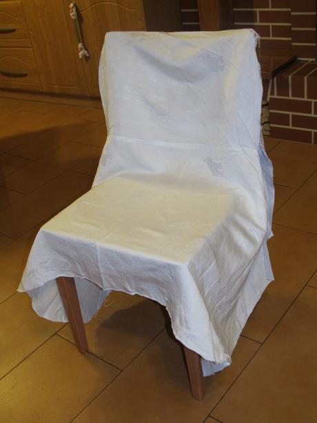 Bílé potahy na židle,