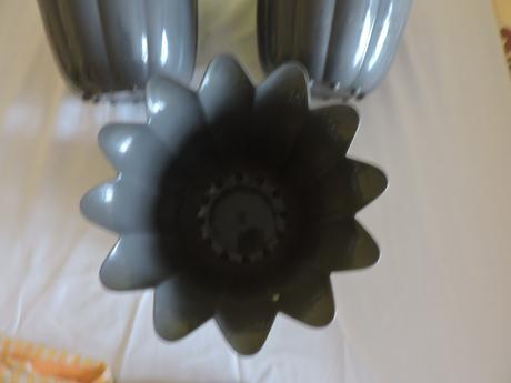 3 šedé kvetináče ,
