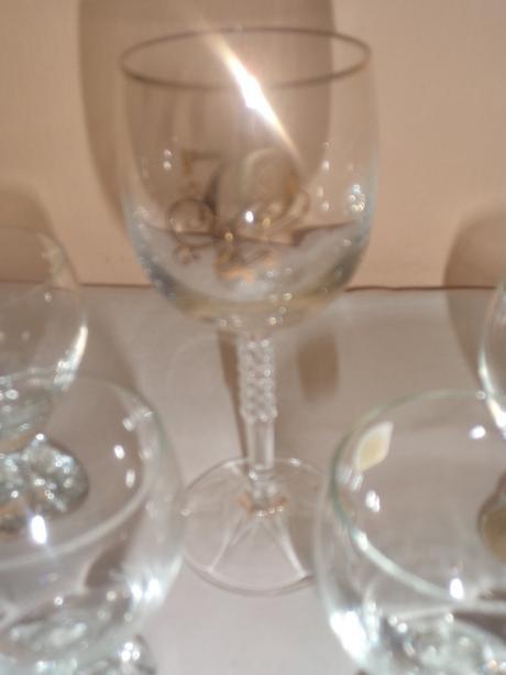 4 sklenené poháre bez pohára 70tka,