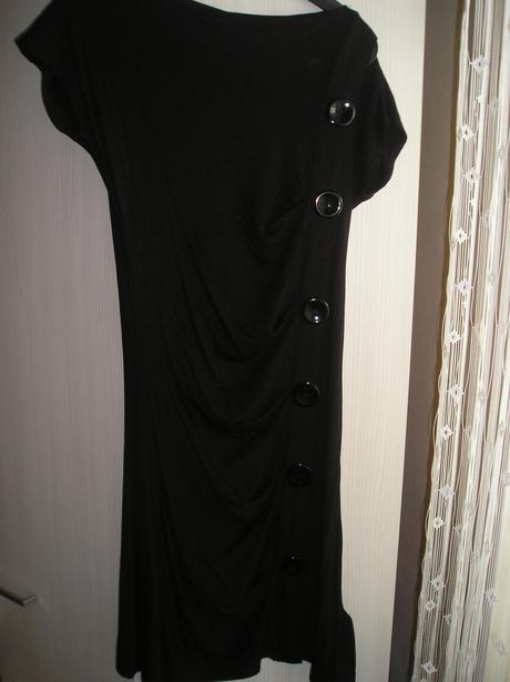 Čierne elastické mini šaty s poštovným, S
