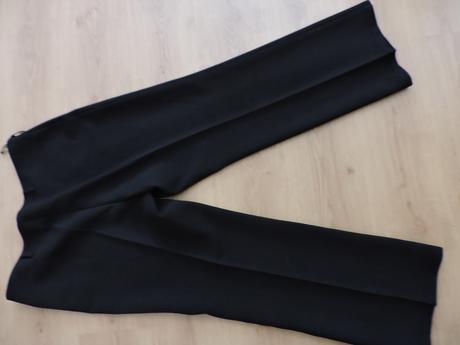 Čierne nohavice s poštovným, 52