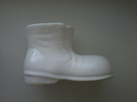Keramická biela topánka,