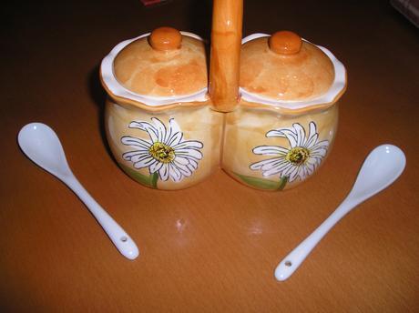 Keramický set s lyžičkami napr. na med ,