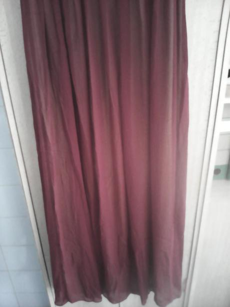 Nenosené bordové šaty, 38