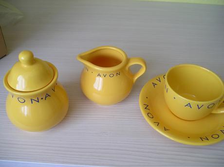 nepoužívaný žltý set do kuchyne,