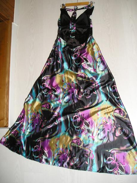 Saténové šaty, 38