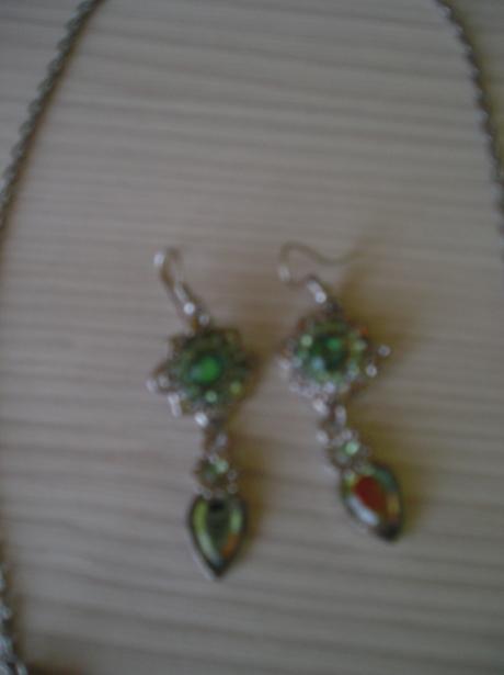 Zelený set-náušnice a náhrdelník,
