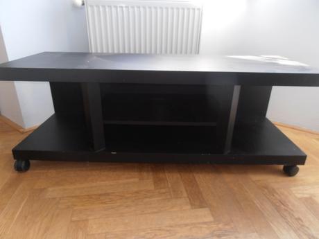 TV stolík na kolieskach,