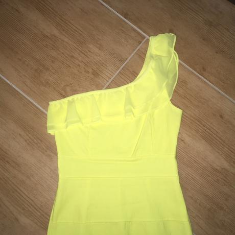 žltučke šaty na jedno rameno, 36