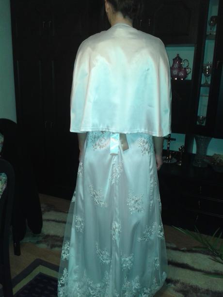 Čipkové svadobné šaty, 38