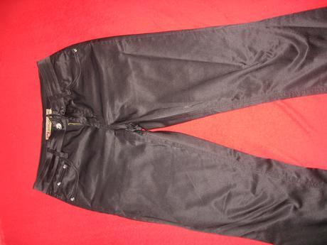 Cierne leskle nohavice, 36