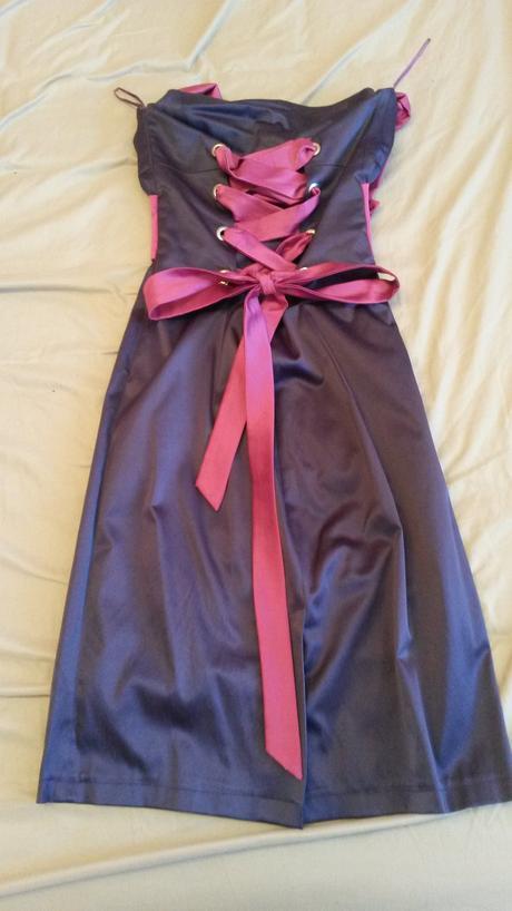 Krátke fialové šaty, 38