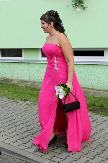 Společenské šaty, L