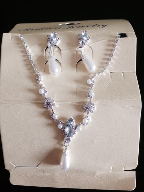 náhrdelník s náušnicemi ,