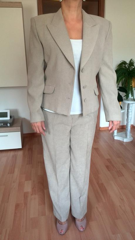 Nohavicovy kostym, 42