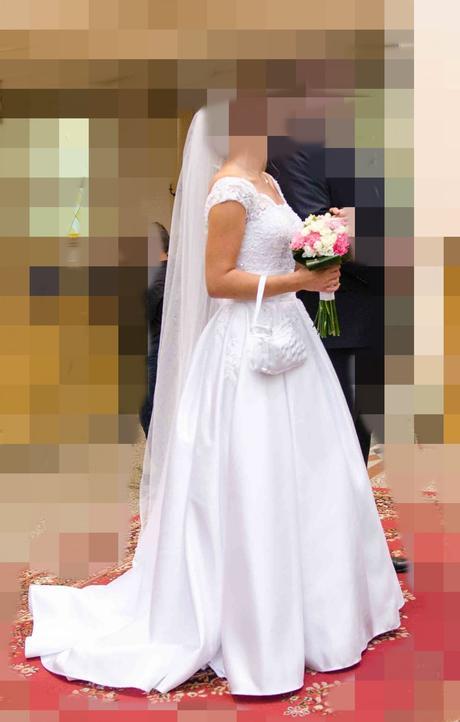 Saténové svatební šaty, 36