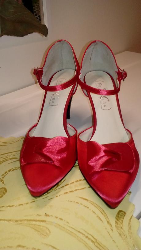 Červené krátke šaty aj na redový, 36