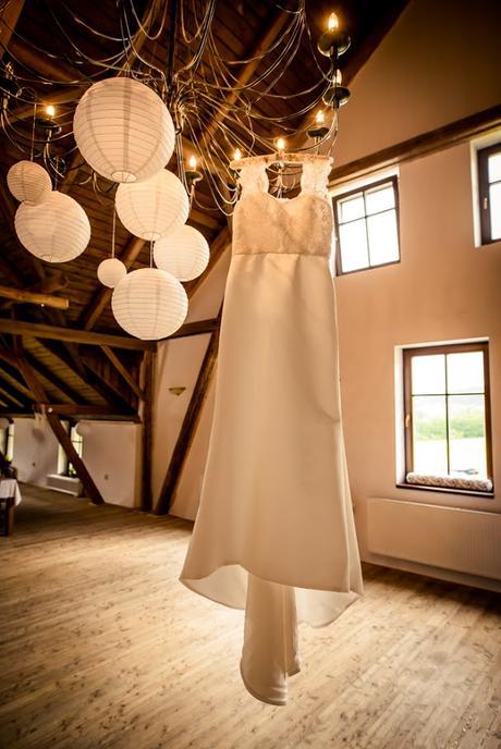 Svatební šaty s krajkovými rukávky, 40