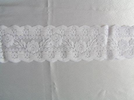 Bílá krajka š. 7,5 cm,