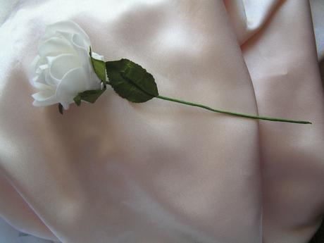 Bílé pěnové růže - 7 cm,