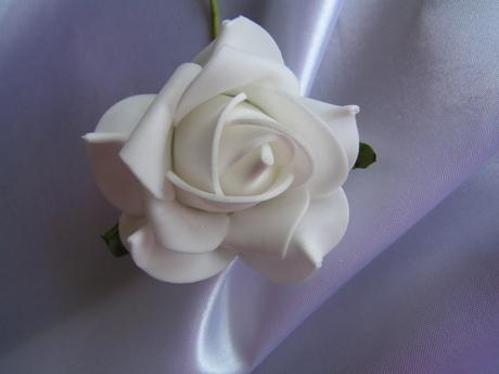 Bílé pěnové růže - 8 cm,