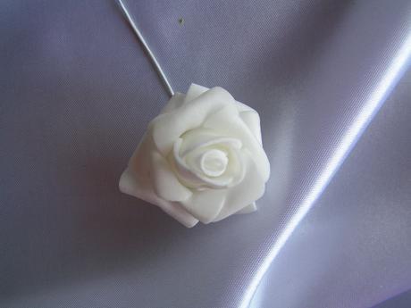 Bílé pěnové růžičky - 4 cm,
