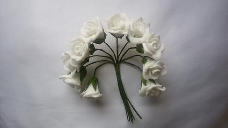 Bílé pěnové růžičky,