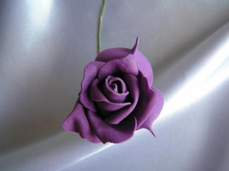 Fialová pěnová růže - 5,5 cm,