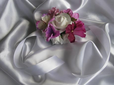 Květinový náramek,