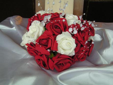 Kytice z pěnových růží,