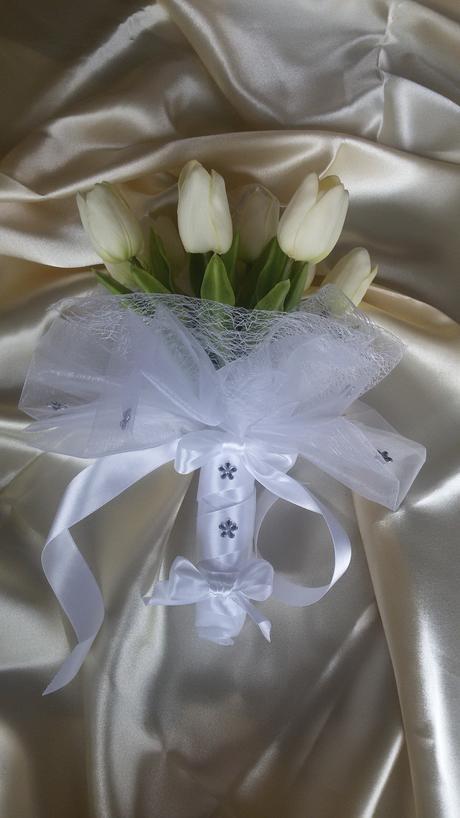 Kytice z pěnových tulipánů,
