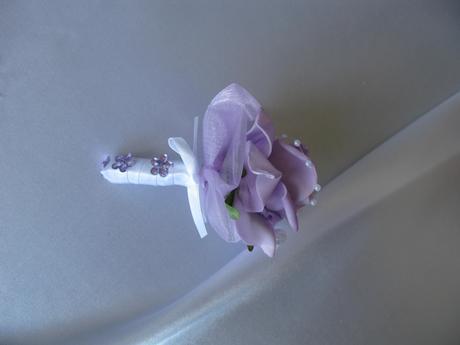 Malá kytička - např. jako korsáž,