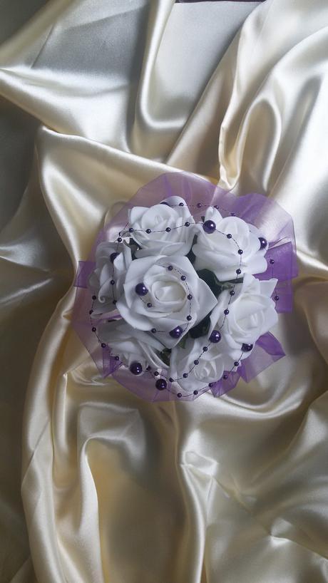 Menší kytice z pěnových růží,