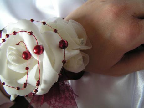 Náramek s pěnovou růží,