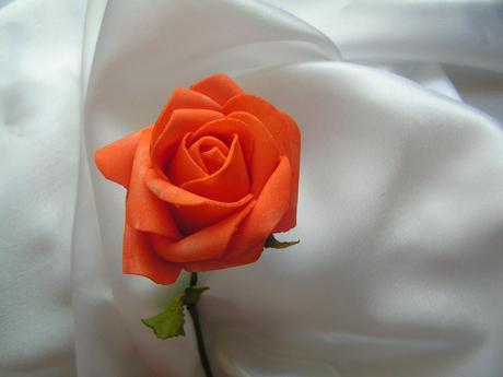 Oranžová pěnová růže - 7 cm,