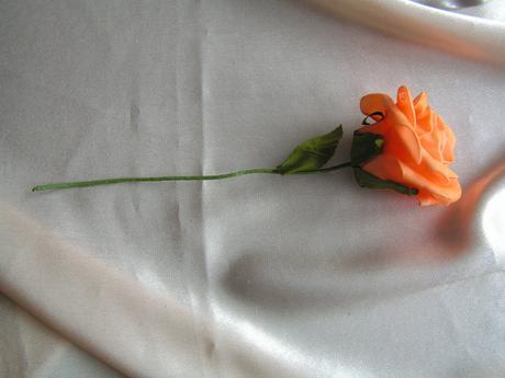 Oranžová pěnová růže 7 cm,
