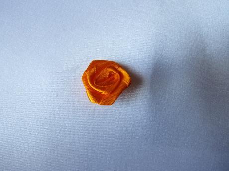 Oranžové saténové kytičky - 2 cm,