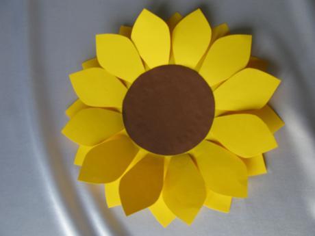 Papírový květ slunečnice,