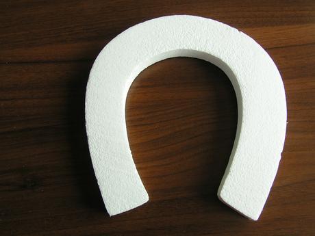 Polystyrenová podkova cca 23 x 25 cm,