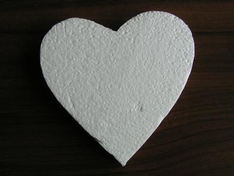 Polystyrenové srdce cca 15 cm,