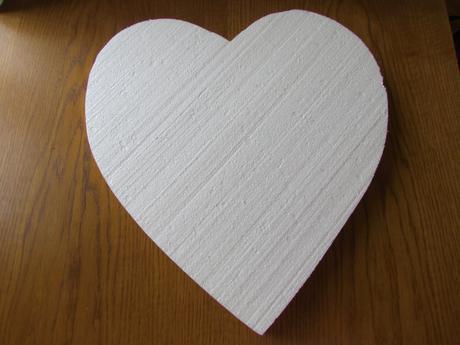 Polystyrenové srdce cca 40 cm,