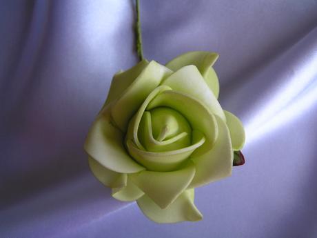 Světle zelené pěnové růže - 7 cm,