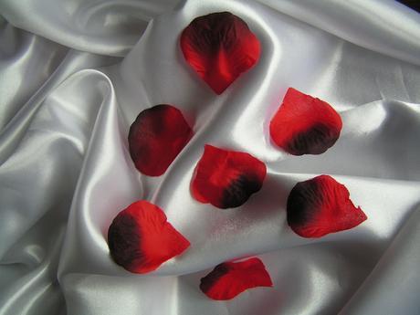 Textilní plátky růží,