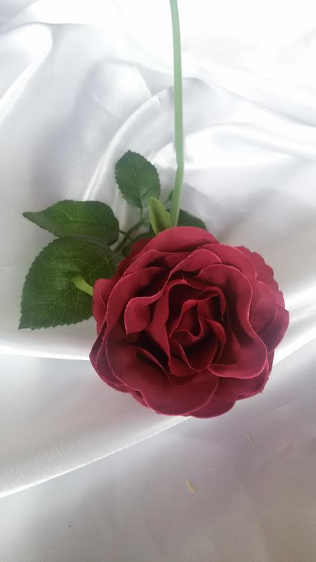 Textilní růže s listy,
