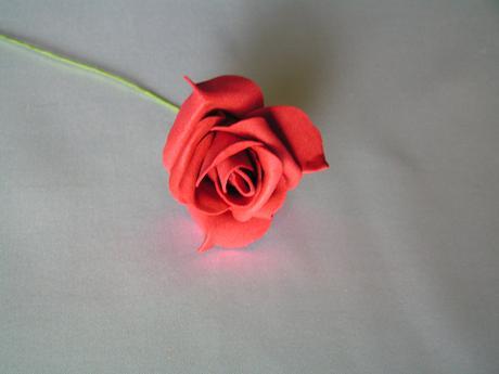 Tmavě červené pěnové růže 7 cm,