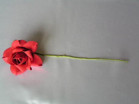 Tmavě červené pěnové růže - 8 cm,