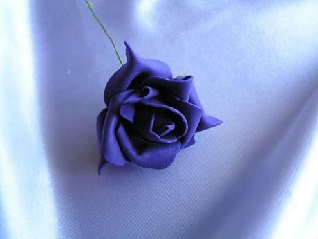 Tmavě fialová pěnová růže - 5,5 cm,