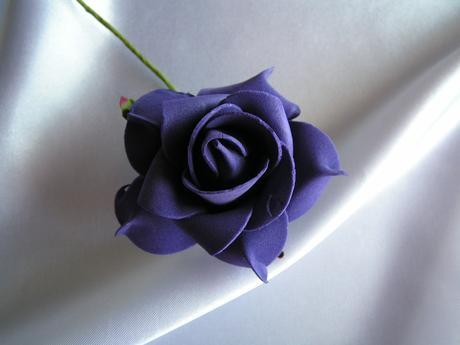 Tmavě fialová pěnová růže - 7 cm,