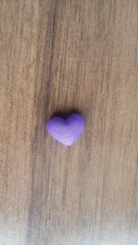 Tmavě fialová srdíčka,